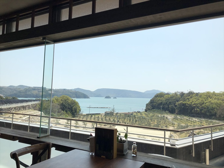 a restaurant where we could see the view of Seto Inland Sea and the olive garden