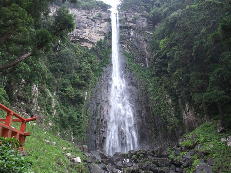 Nachi no Taki Waterfalls